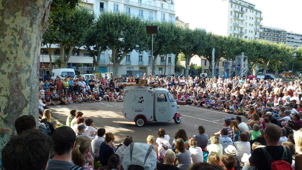 Le festival Chalon dans la rue regroupera près de 130 compagnies d'art de la rue pendant cinq jours.
