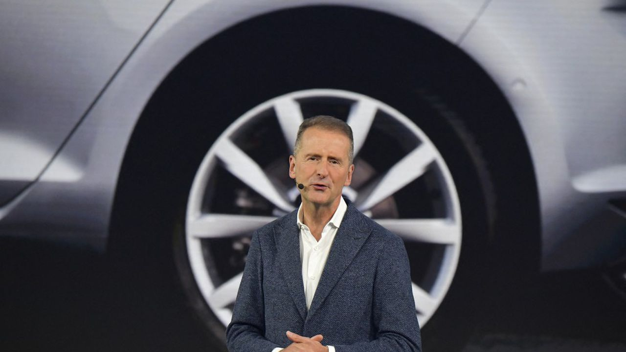 Herbert Diess a été conforté en fin de semaine dernière à la tête de Volkswagen grâce à la prolongation de son mandat par le conseil de surveillance jusqu'en 2025, soit deux ans et demi de plus que prévu. (Photo by Tobias SCHWARZ/AFP)