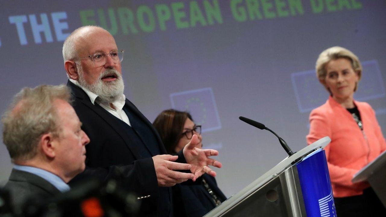 La Commission européenne a dévoilé son paquet «fit for 55», douze directives et règlements visant à réduire les émissions carbone du continent d'au moins 55% d'ici à 2030. Sur la photo: Frans Timmermans, vice-président, et Ursula von der Leyen, présidente.
