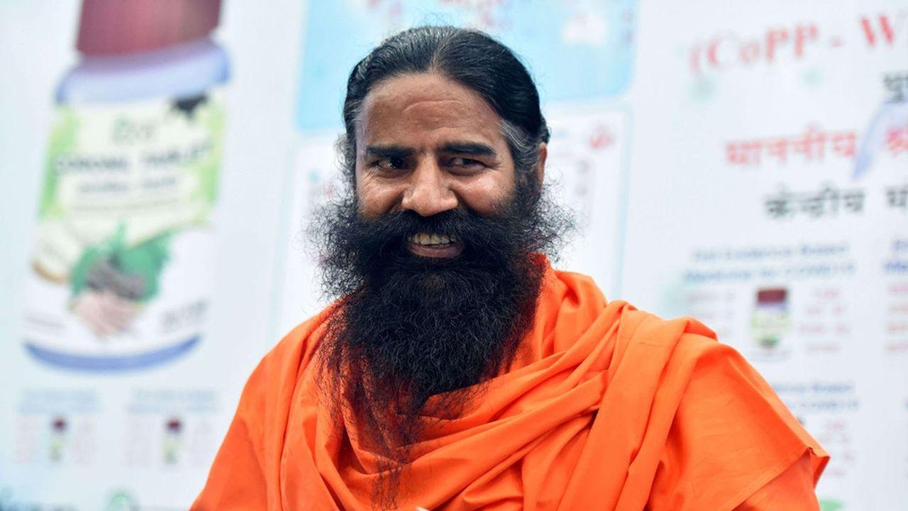 Swami Baba Ramdevfaisant la promotion du Coronil lors d'une conférence de presse le 19février 2021 à New Delhi, en Inde.