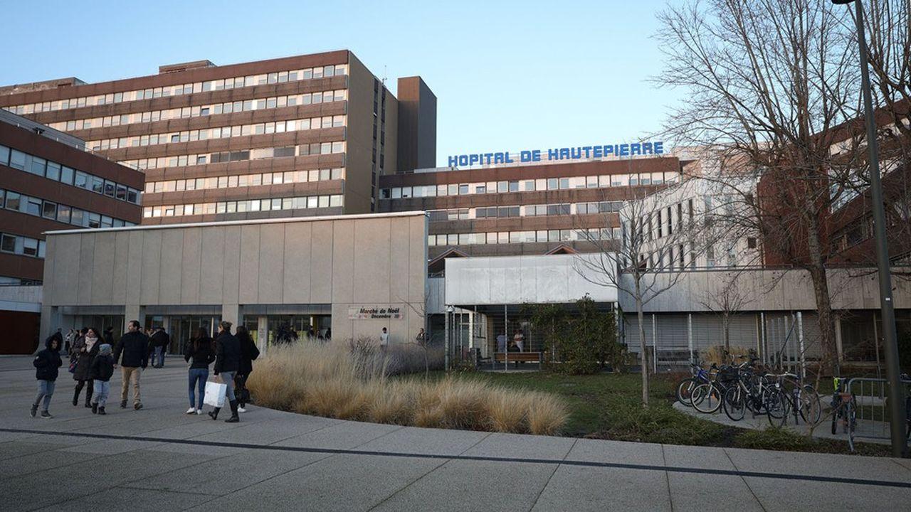 Le montant de la dette des Hôpitaux universitaires de Strasbourg avoisine 400 millions d'euros.