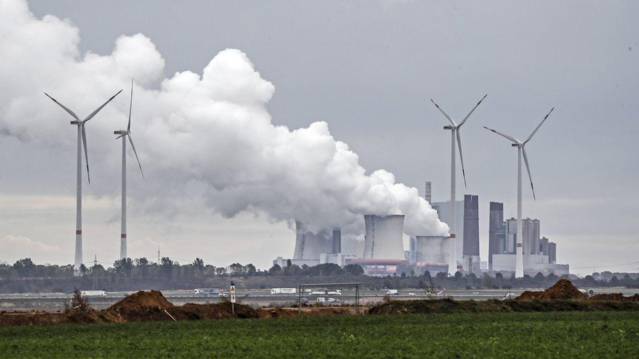 L'AIE estime que la production de charbon doit diminuer de 6% par an entre2020 et2025 pour que les engagements environnementaux soient respectés. Or la production devrait augmenter en 2021 et en 2022.