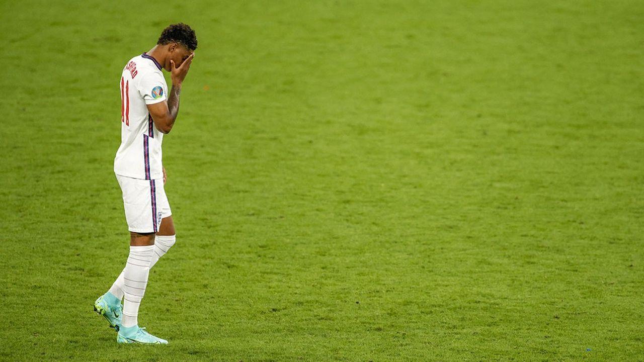 Marcus Rashford après avoir raté son tir dans la séance de tirs au but, lors de la finale de l'Euro 2020 à Wembley.