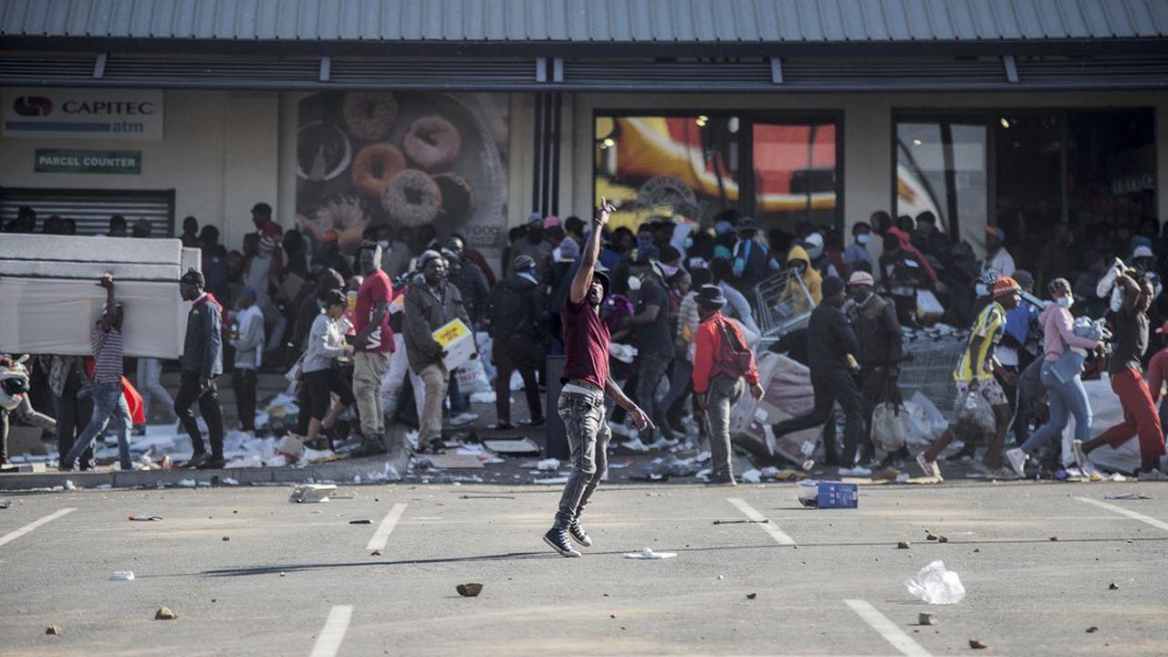 Plus de 1.200 personnes ont été arrêtées à la suite des heurts qui secouent Johannesburg et plusieurs autres villes sud-africaines.