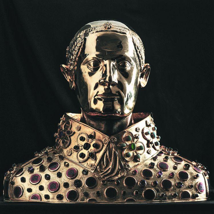 Le buste San Gennaro, en argent doré serti de pierres précieuses, à voir à Loches.