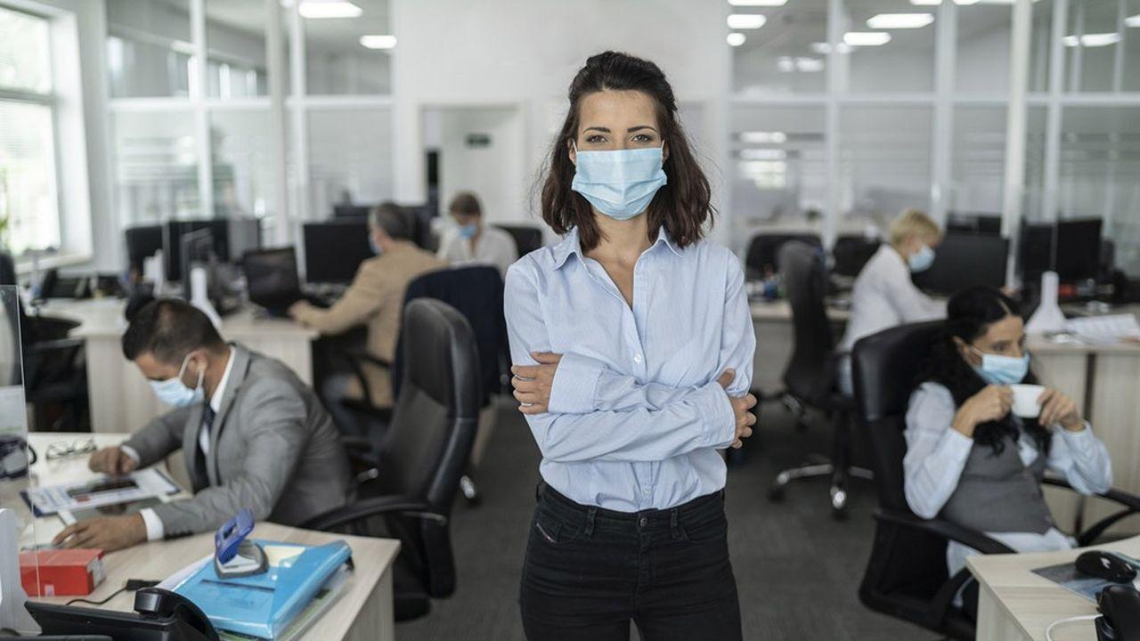 Les femmes managers sont plus critiques que leurs collègues masculins sur leur hiérarchie.
