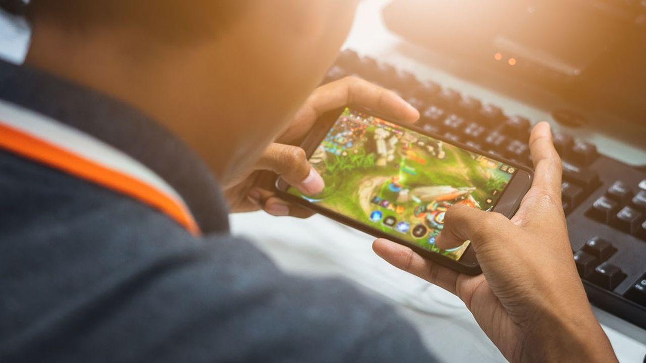 Sur mobile, le modèle du «free to play» (le jeu est accessible gratuitement puis l'éditeur du titre se rémunère via la vente de bonus payant) est la norme.