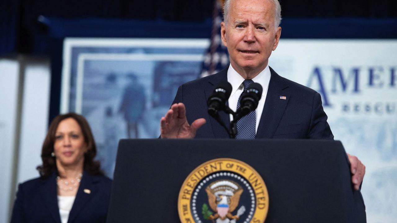 Joe Biden accuse les réseaux sociaux de laisser circuler des messages mensongers cultivant les réticences d'une partie de la population à se faire vacciner.
