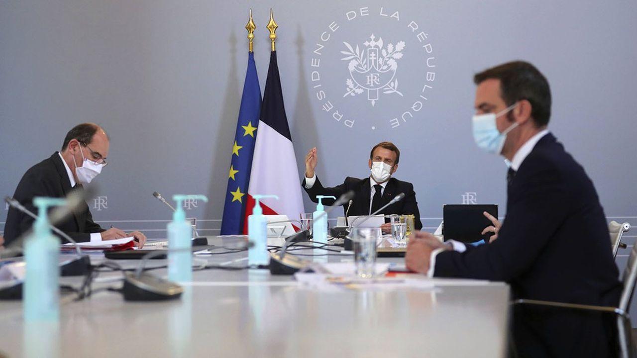 Le projet de loi sanitaire est présenté ce lundi en Conseil des ministres avant un nouveau conseil de défense mercredi face à la dégradation de la situation sanitaire.