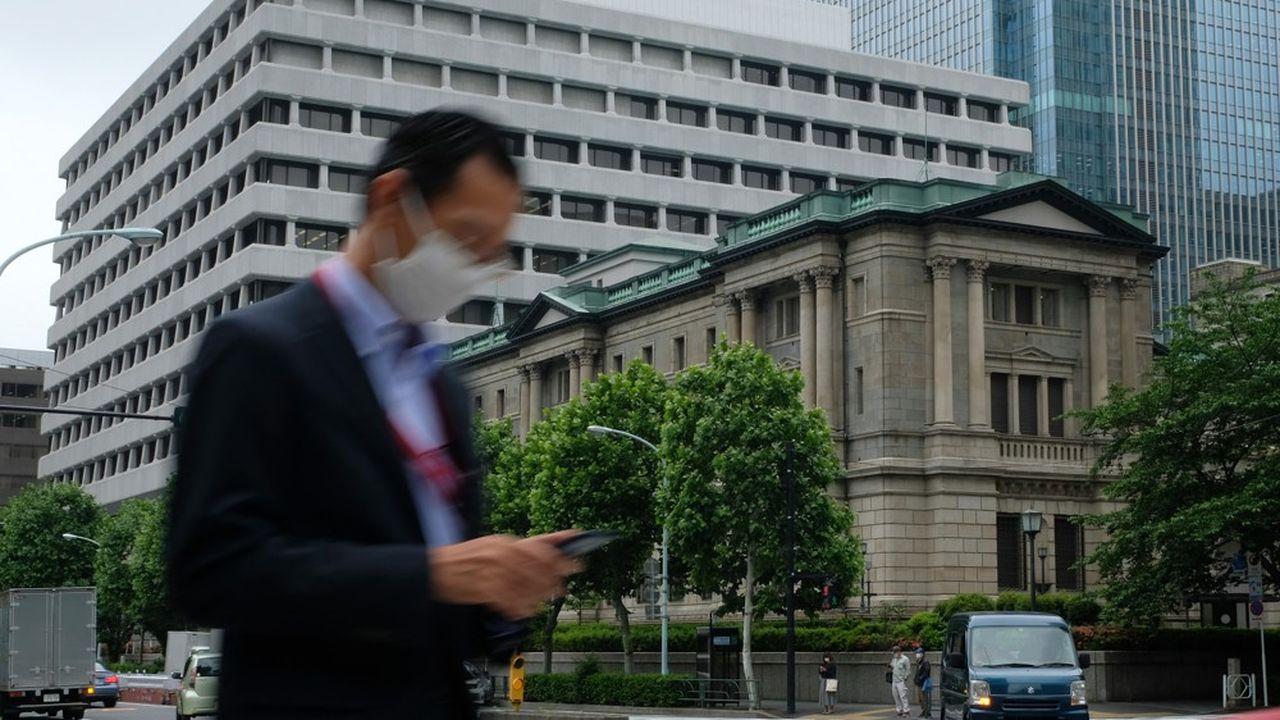 La BoJ va commencer à accorder des prêts sans intérêt aux banques commerciales qui soutiendront des entreprises lançant des projets jugés plus respectueux de l'environnement.