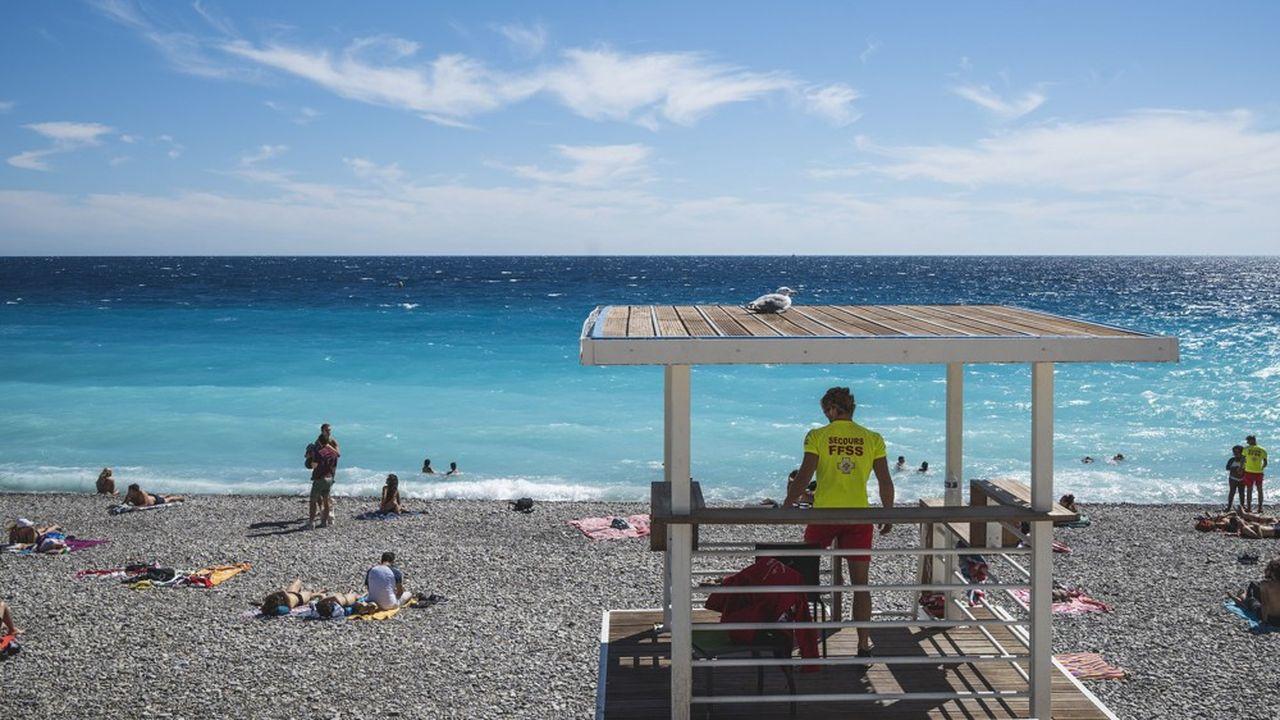Un sauveteur sur une plage de Nice, dans les Alpes-Maritimes.