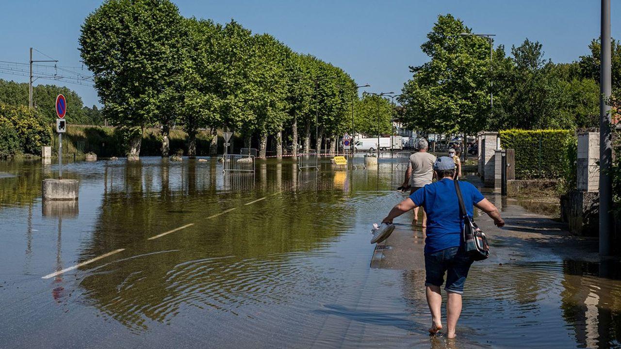 La ville de Louhans s'est retrouvée coupée en deux par les eaux de la Seille après la rupture d'une digue.