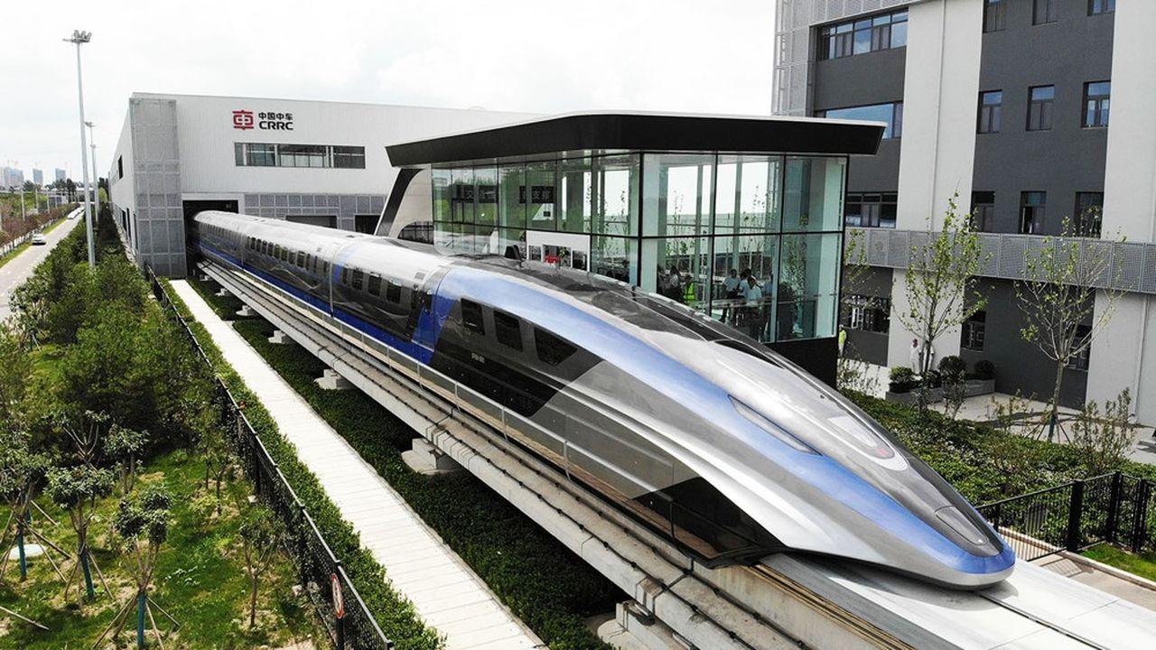 Le train maglev a été dévoilé dans la ville de Qingdao, au nord-est de la Chine.