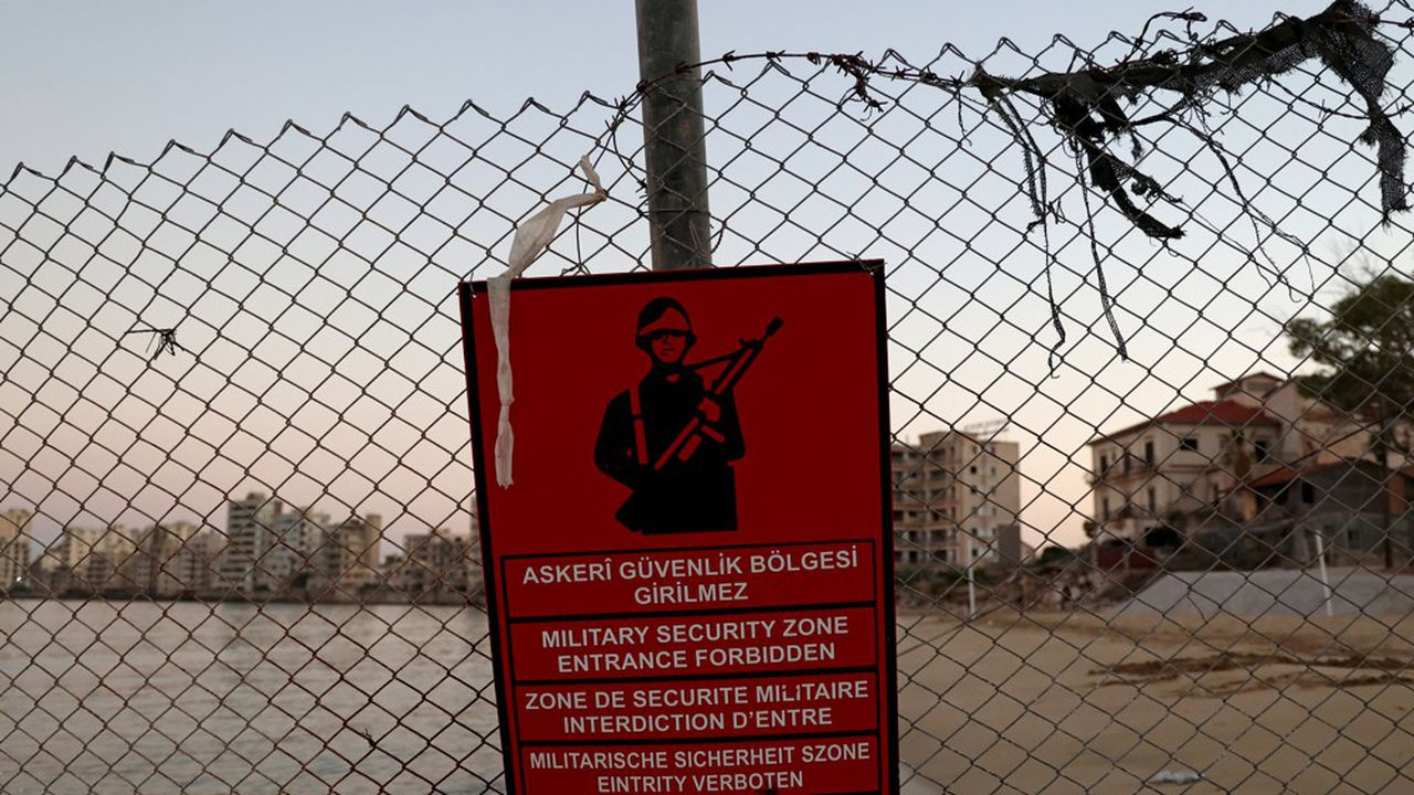 L'ancienne station balnéaire de Varosha, autrefois haut lieu du tourisme international, est aujourd'hui une zone militaire sous contrôle d'Ankara.