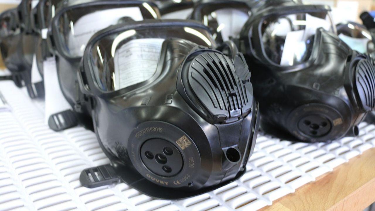Ouvry fabrique notamment des tenues et des masques contre les risques nucléaires, radiologiques, biologiques et chimiques.