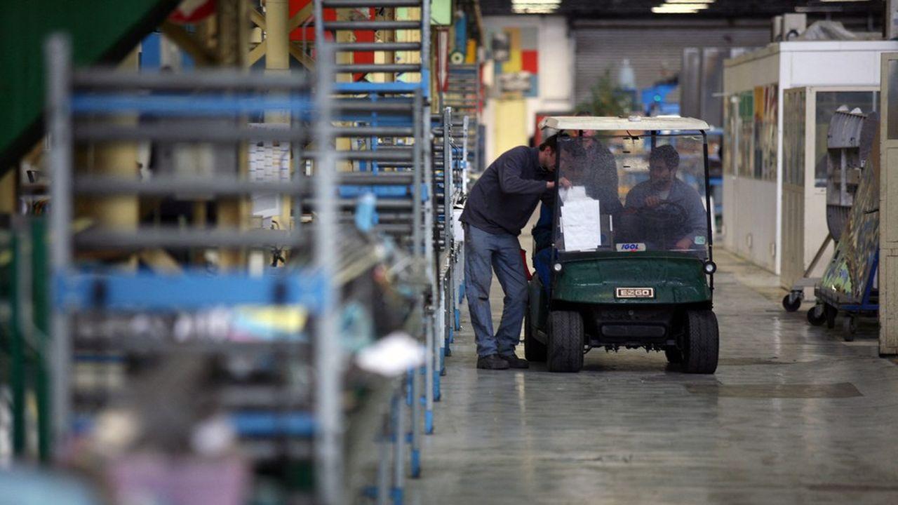 Deux industriels sur cinq signalent faire face à des goulots d'étranglement. Ils n'étaient que 31% en avril et 27% en janvier.