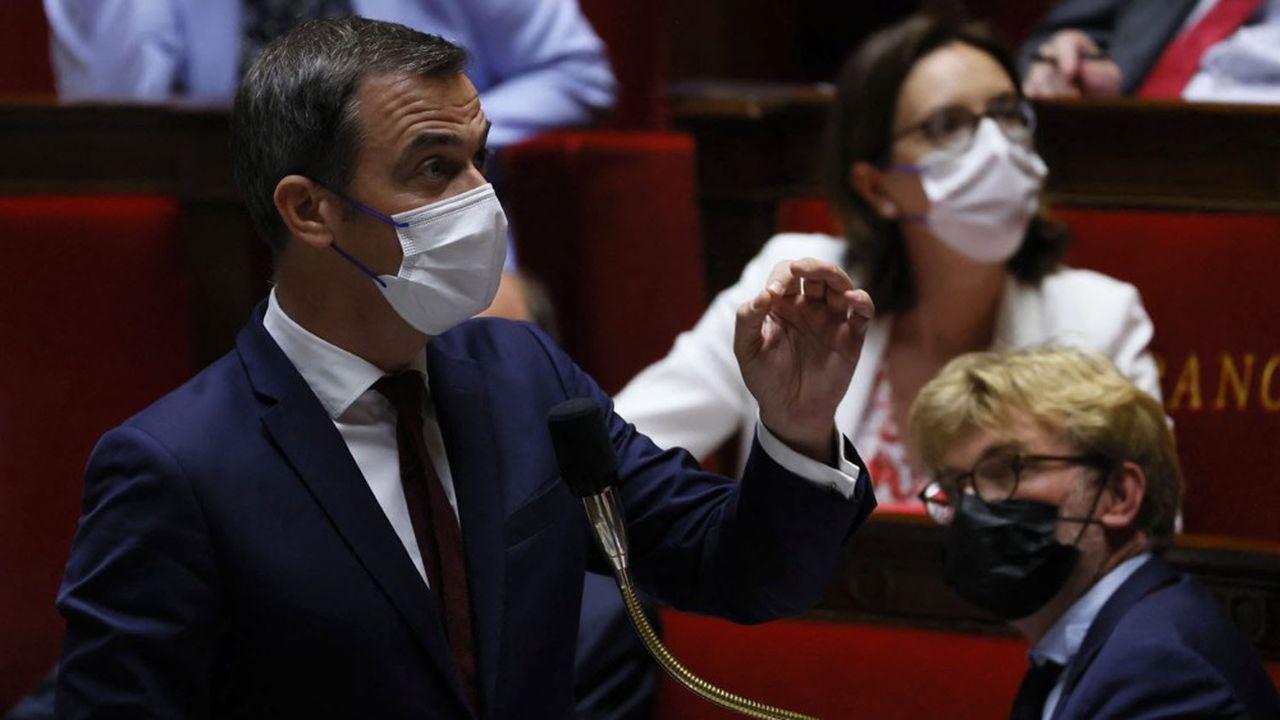 Le gouvernement (photo: le ministre de la Santé, Olivier Véran) a été mis en difficulté sur plusieurs amendements concernant l'extension du pass sanitaire.