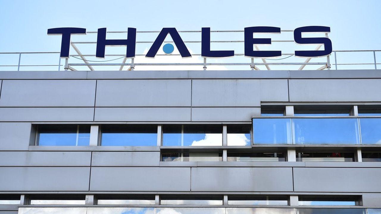 Le bénéfice net consolidé part de Thalès a bondi de 565% sur un an au premier semestre, à 433millions d'euros.