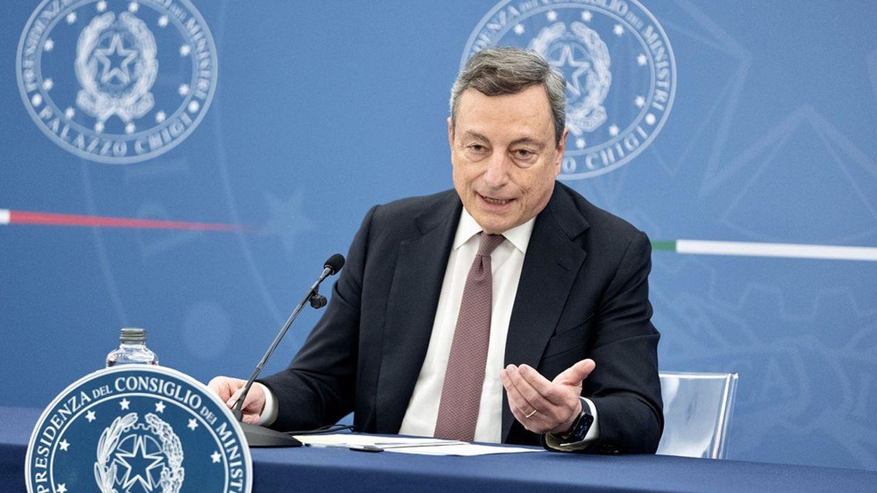 Après les soignants, le gouvernement de Mario Draghi envisage l'obligation vaccinale pour les enseignants.