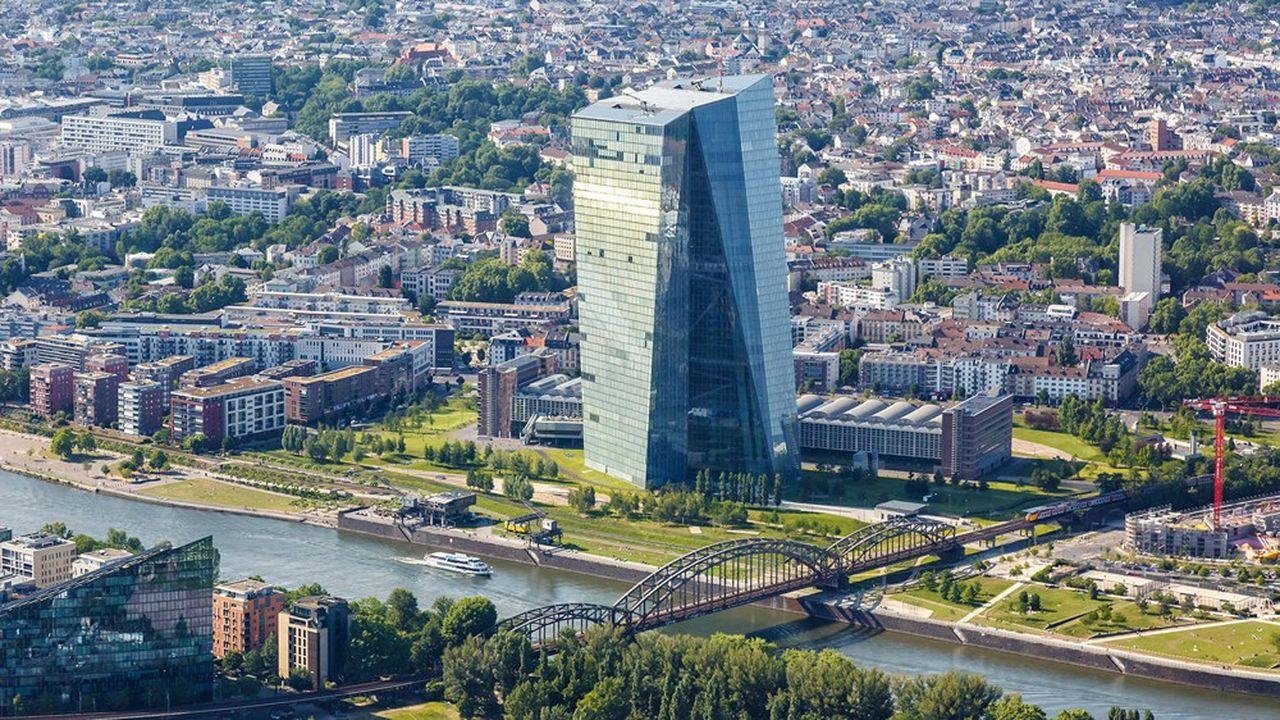 La Banque centrale européenne (BCE) avait recommandé l'an dernier aux banques de la zone euro de geler, puis de limiter fortement leurs versements de dividendes.