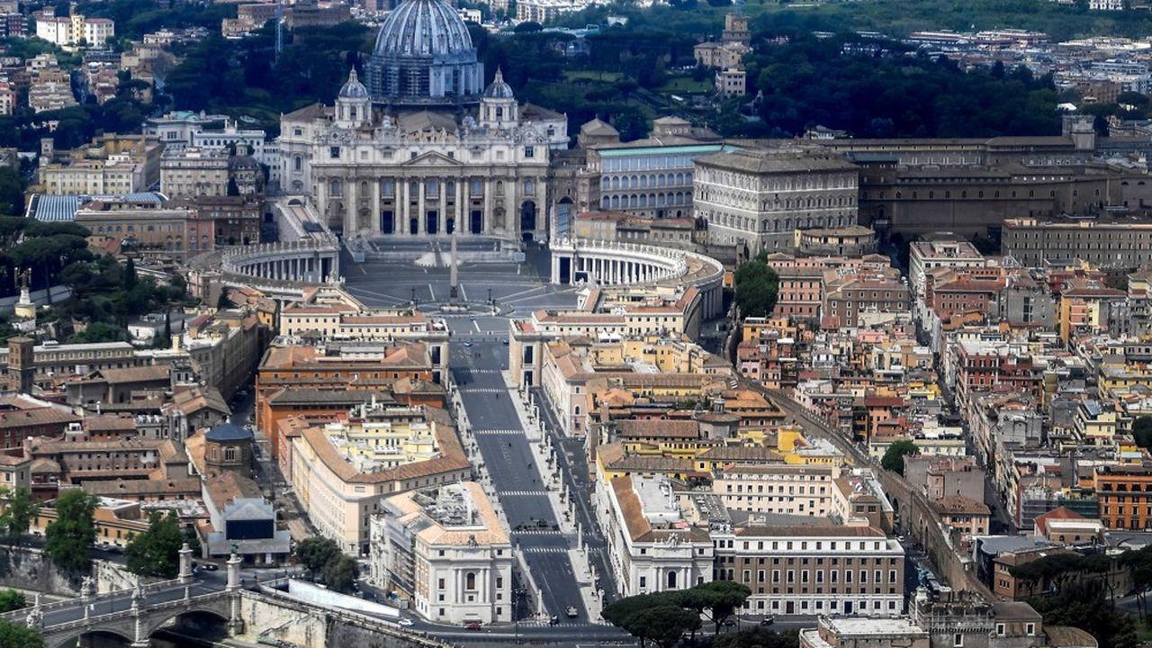 Environ 40% des propriétés vaticanes sont des bâtiments institutionnels tels que des écoles, des couvents et des hôpitaux.