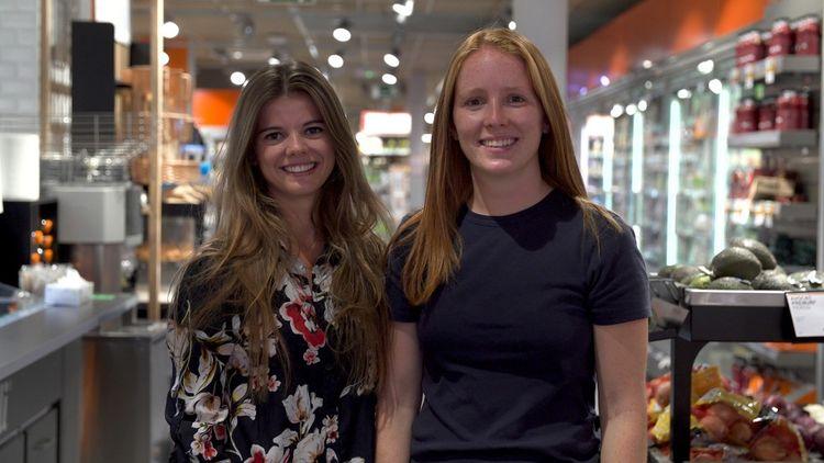 Claire et Capucine, les deux associées, chapeautent désormais une équipe d'une salariée, un alternant et trois stagiaires.