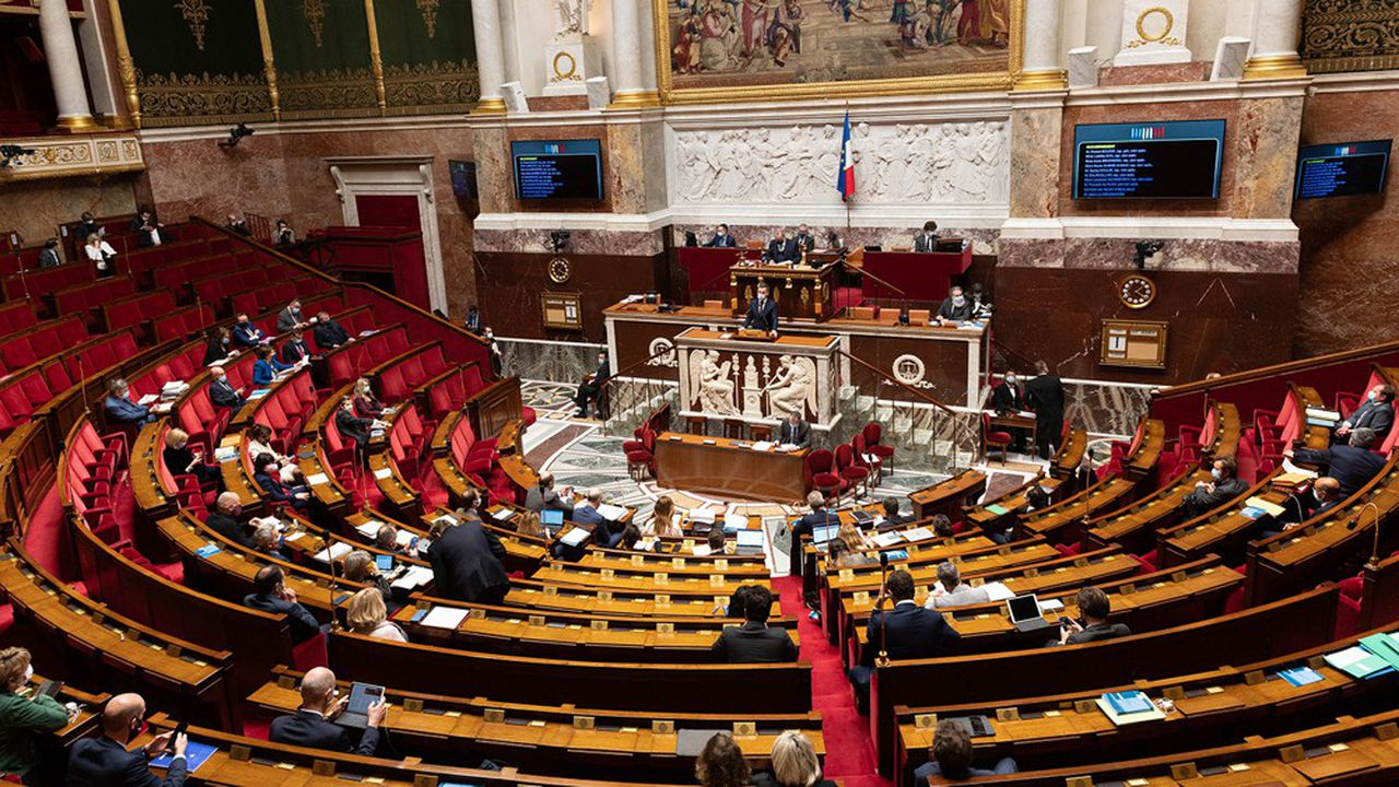 17 députés LR ont voté contre le compromis trouvé entre l'Assemblée et le Sénat sur le projet de loi instaurant le pass sanitaire, quand 6 ont voté pour, et 5 se sont abstenus.