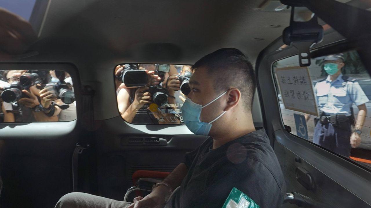 Le 1erjuillet2020, Tong Yin-ki avait foncé à moto sur trois policiers, en déployant un drapeau avec le slogan «Libérez Hong Kong, la révolution de notre temps».