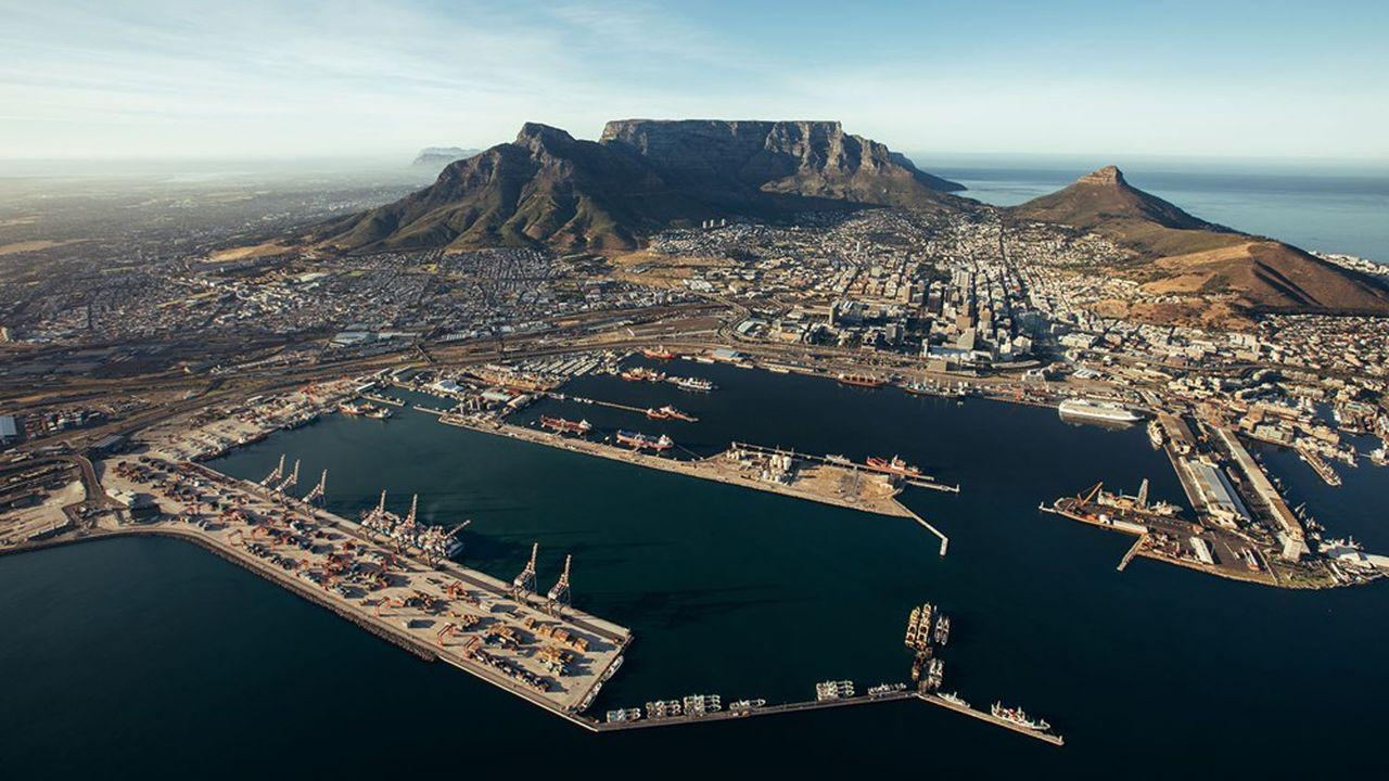 L'activité a été suspendue dans quatre ports du pays par Transnet, qui assure plus de 60% du fret maritime sud-africain.