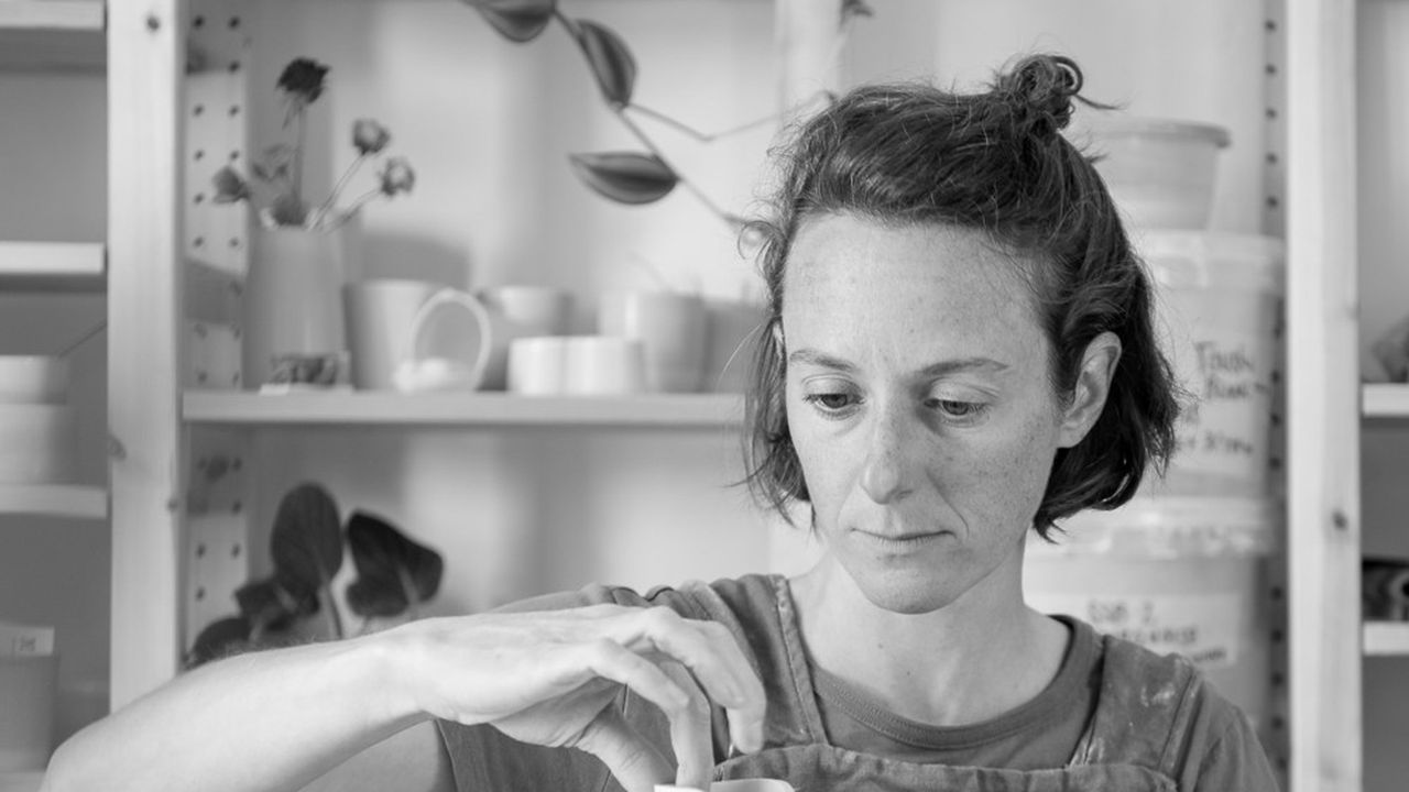 Marie-Andrée Roberge propose, dans son atelier de céramiste, la découverte du modelage et du tour de potier.