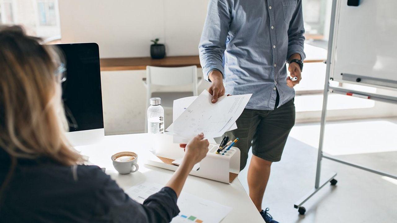 Dans certaines entreprises, les salariés peuvent sans problème venir en bermuda, tandis que ce n'est pas possible dans d'autres.