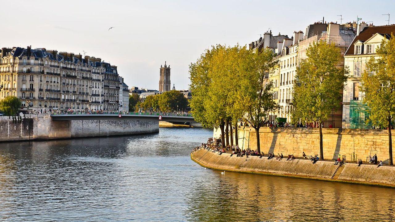 Le IV arrondissement de Paris, situé au coeur du Marais, attire de nombreux investisseurs étrangers, pour des petits pied-à-terre et de grands appartements luxueux.