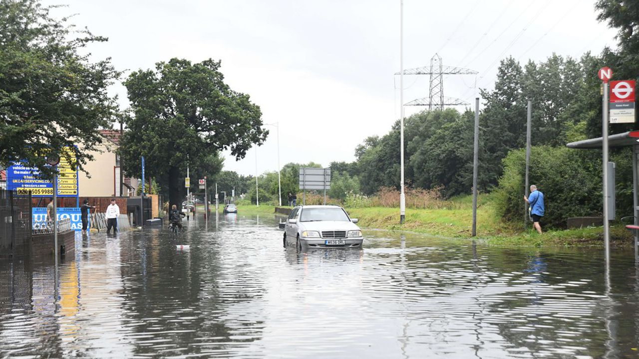 Des orages ont provoqué le week-end dernier de fortes inondations à Londres, résultat d'un réchauffement climatique de plus en plus prégnant.