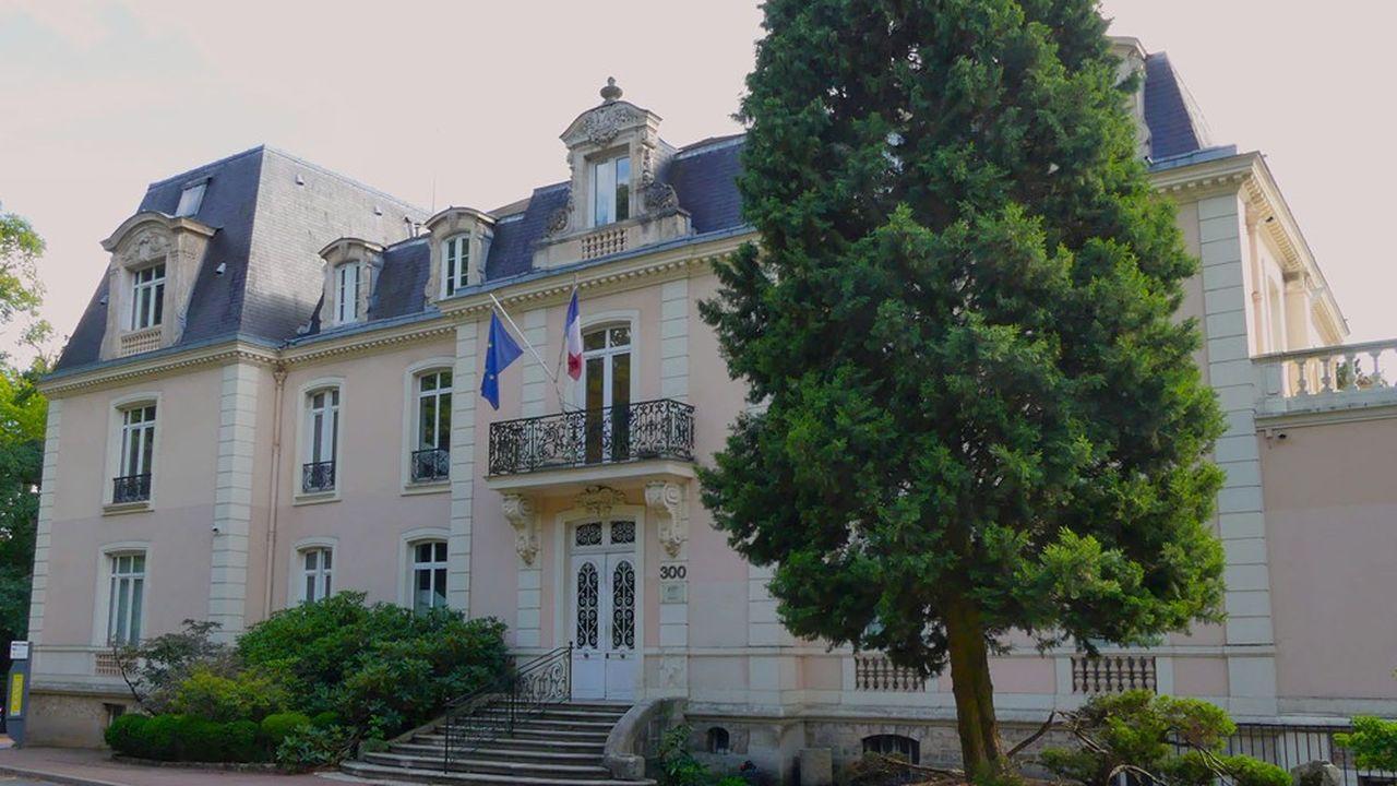 Le château de Launay a été confisqué par l'Etat après la libération, son propriétaire ayant été accusé de collaboration.