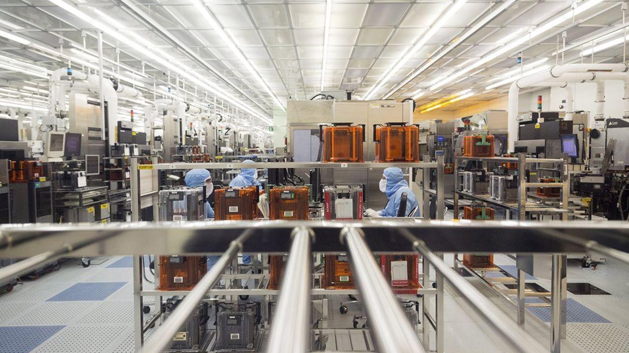 Le groupe STMicroelectronicsespère désormais enregistrer 12,5milliards de dollars de chiffre d'affaires, contre 12,1milliards précédemment.