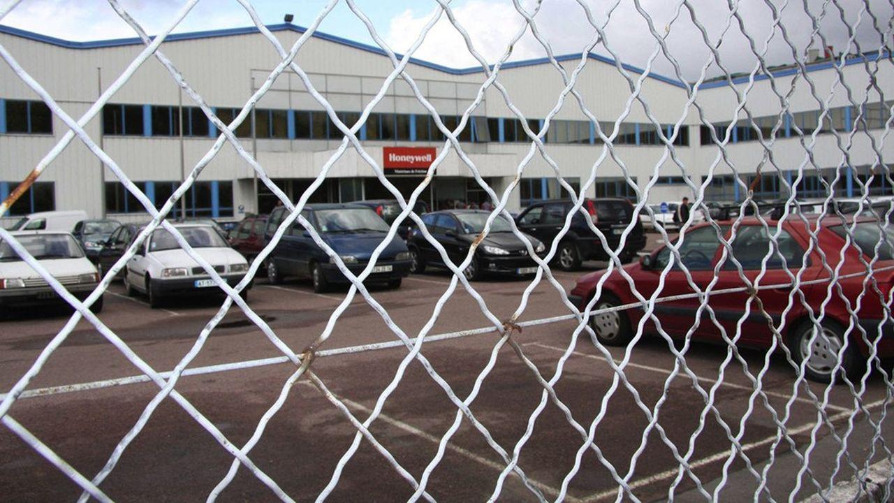 Propriétaire du site de Saint-Forgeot depuis 2010, Honeywell justifie la fermeture par une baisse de la demande en gants de protection.