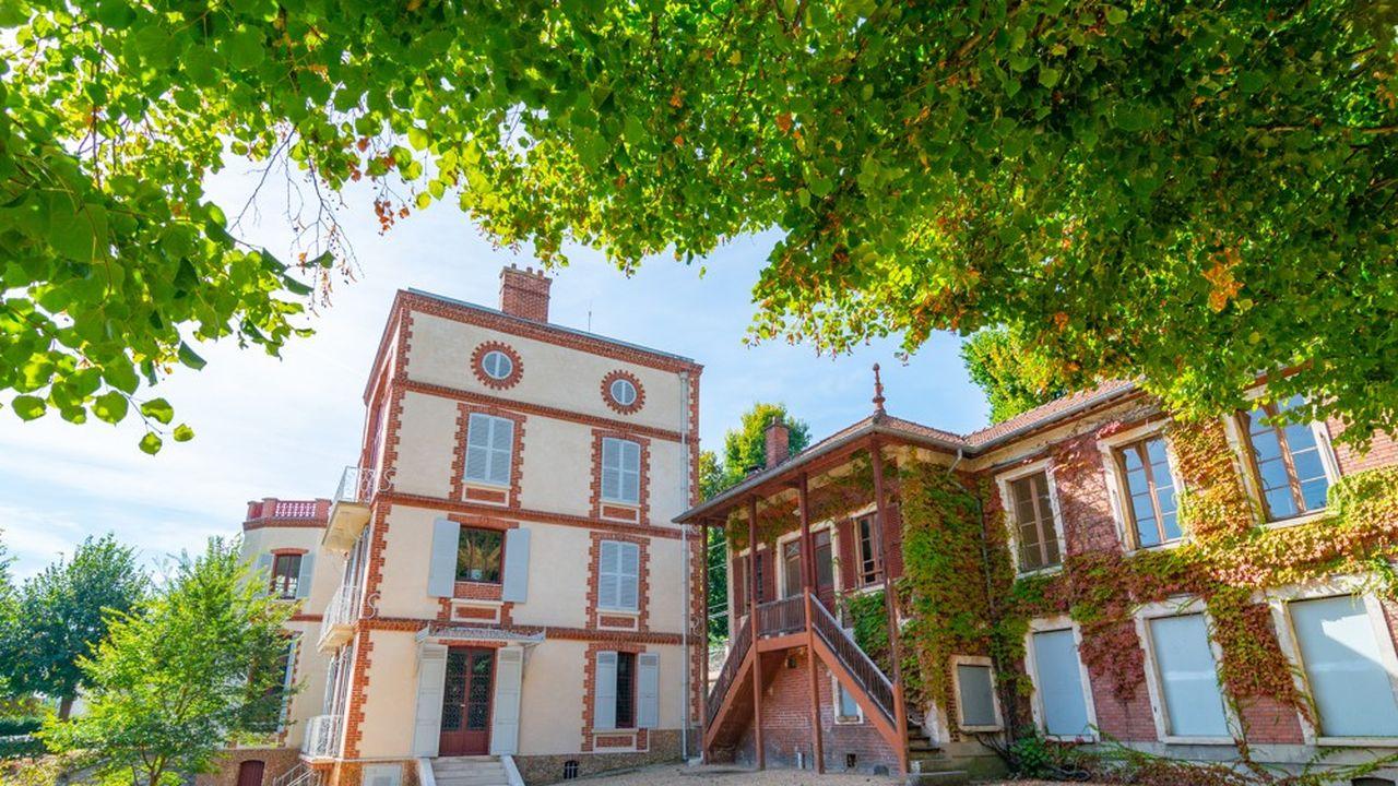 « La littérature, a payé ce modeste asile champêtre qui a le mérite d'être loin de toute station et de ne pas compter un seul bourgeois dans son voisinage », écrit le romancier à Flaubert.