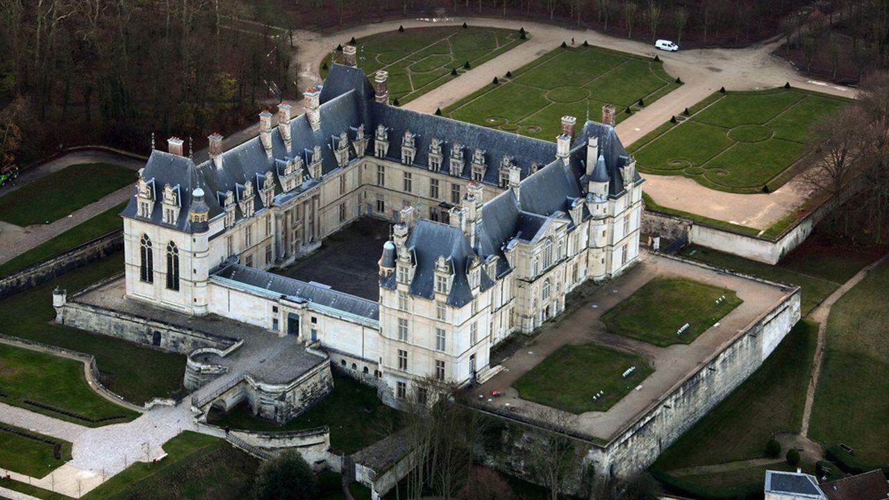Après la Révolution, le château d'Ecouen est devenu lieu de réunion d'un club patriotique, une prison militaire, un hôpital …