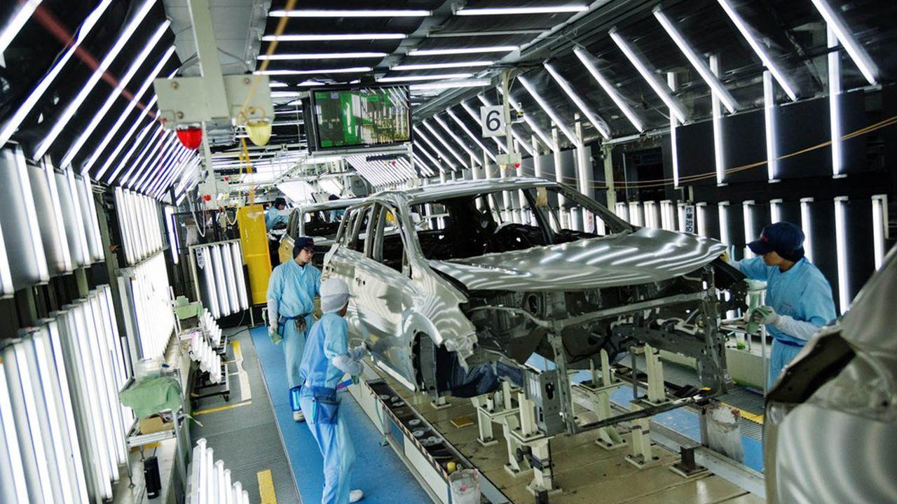 Toyota est à son tour rattrapé par la crise des semi-conducteurs.
