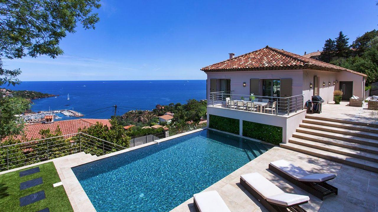 La maison de la semaine : une villa moderne avec vue sur la mer près de Cannes