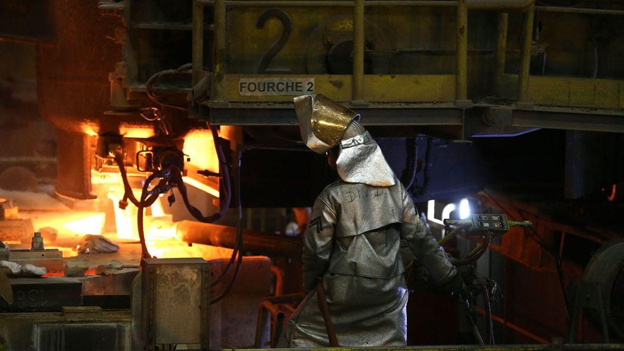 Avec 270 salariés, Ascoval produit des « blooms » (barres d'acier) pour Hayange (430 salariés), qui fabrique ensuite des rails en acier destinés aux principaux réseaux ferrés européens.