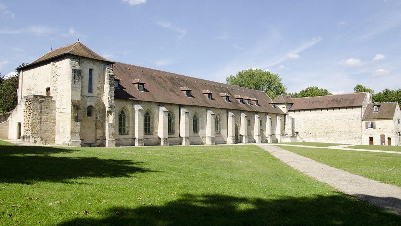 Après diverses fonctions, l'Abbaye de Maubuisson est devenue en 2001 un centre d'art contemporain.
