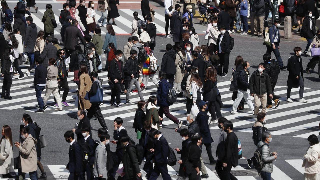 Alors que le pays connaît une flambée de nouveaux cas de Covid-19, les autorités japonaises ont décidé de sévir contre ceux qui ne respectent pas leur quarantaine.