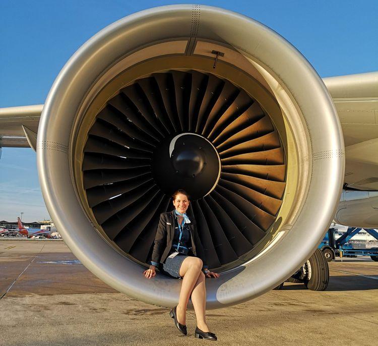 En cinq ans, Marine Pouxvielh a travaillé pour trois compagnies aériennes différentes. Puis, elle s'est fait licenciée.