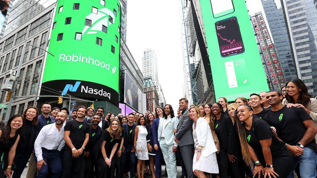 Les fondateurs de Robinhood, Baiju Bhatt et Vlad Tenev à Times Square le jour de l'IPO du courtier en ligne américain.