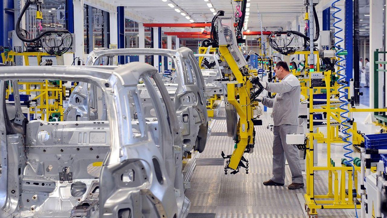 En juin, la production du secteur automobile restait en deçà de 28,3% de son niveau pré-pandémie, selon l'Insee.