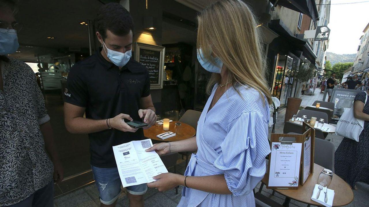 Le pass sanitaire va être étendu dès lundi aux restaurants, bars, cafés, centres commerciaux, hôpitaux et transports.