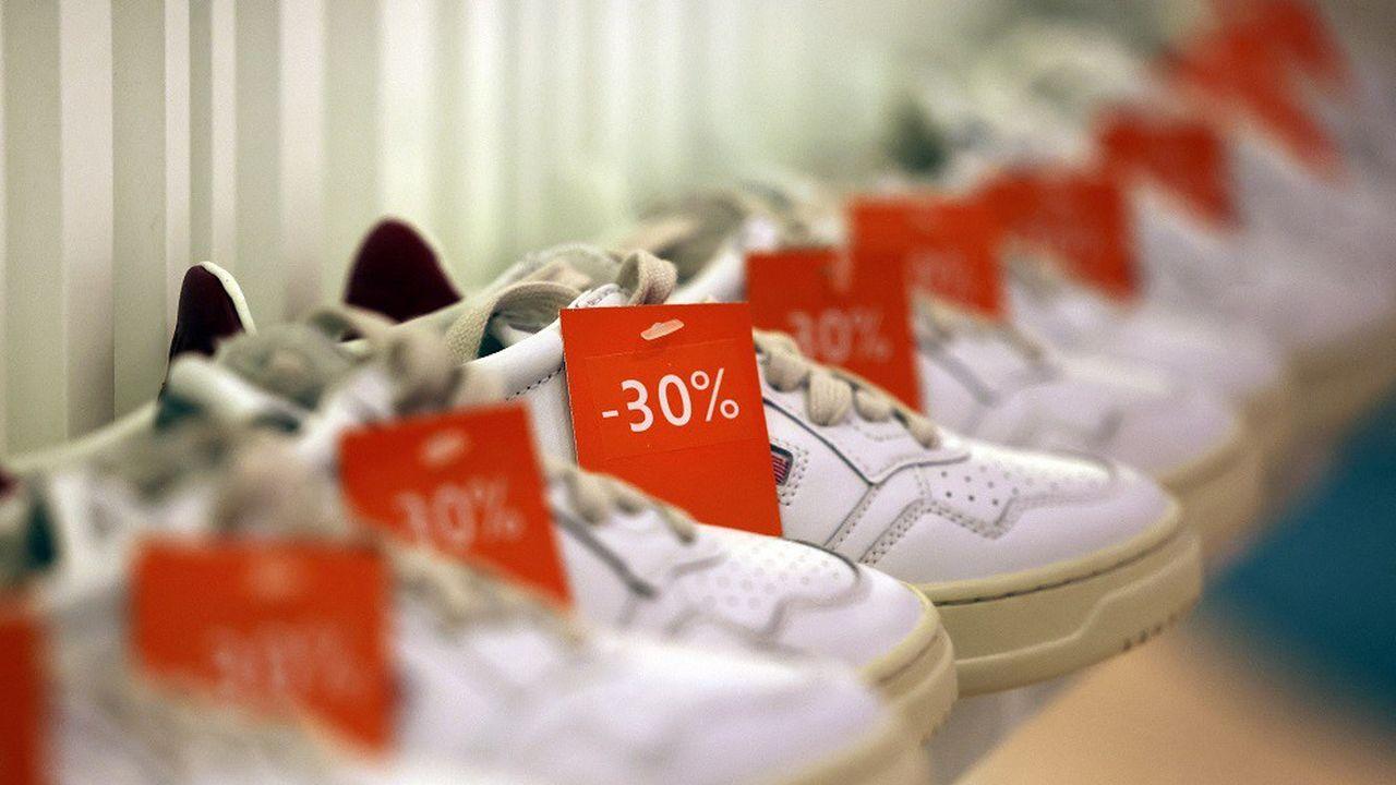 Les marques Nike, Adidas, Uniqlo ou encore Gap ont fermé de nouvelles usines et ont prolongé l'arrêt de plusieurs sites.