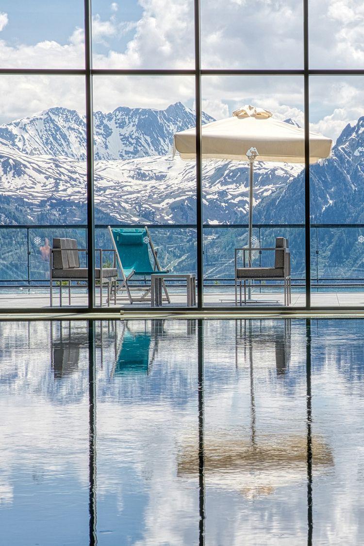 The indoor swimming pool of Club Med de La Rosière