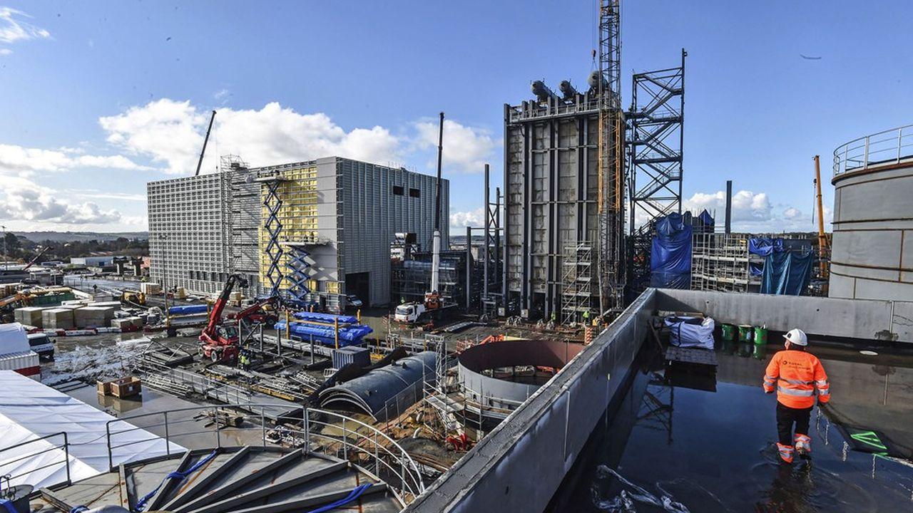Déployée sur 7,5 hectares, l'usine marque le paysage de la zone industrielle du Vern.